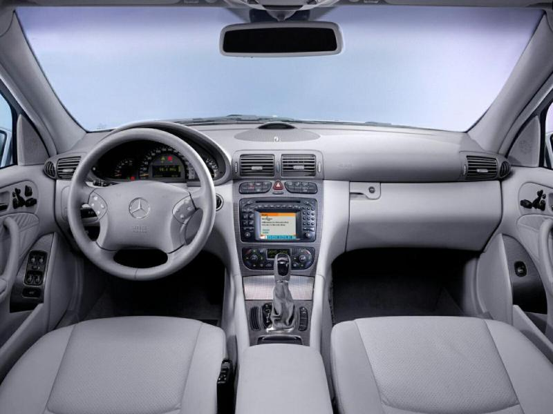 [Pilt: 54562-Mercedes-C-Class-078.jpg]